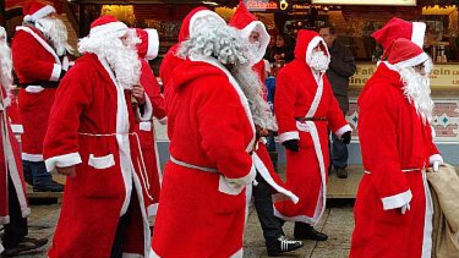 Стотици Дядо Коледовци в центъра на Лондон