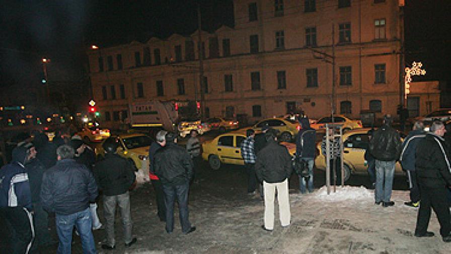 Простреляният таксиджия бил с 62 акта и 128 отнети точки