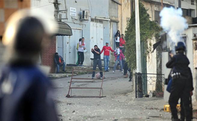 Бунтовете срещу скъпия живот в Алжир взеха две жертви