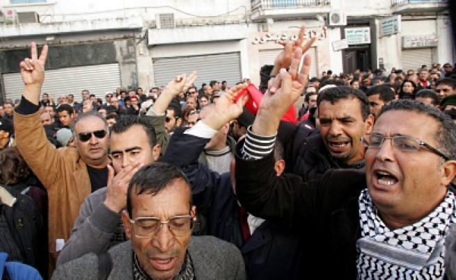 Десетки жертви на размириците в Тунис