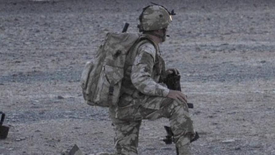 """""""Мис Англия 2009"""" обратно в армията"""