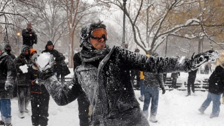Снежна топка вкарва в ареста