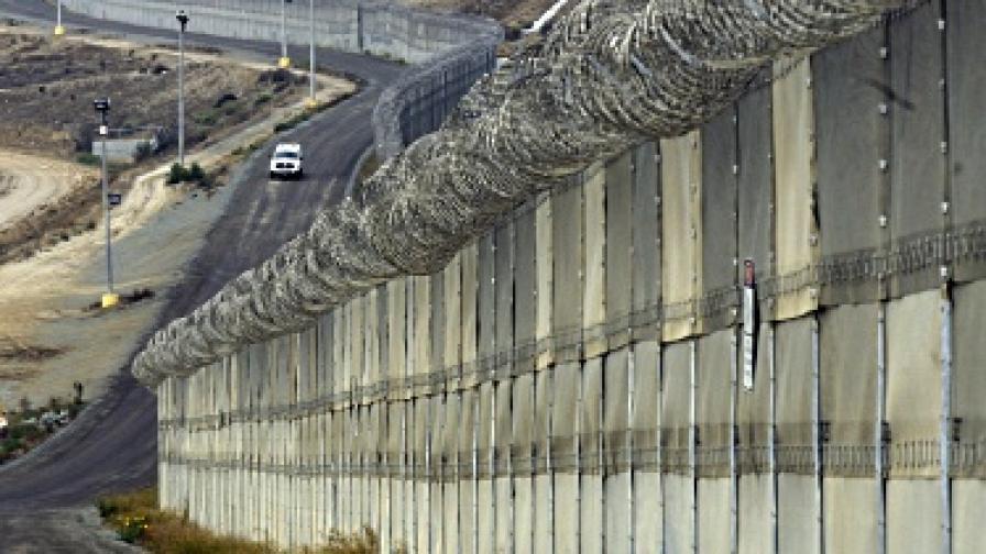 Турция: Оградите по границата са заговор срещу нас