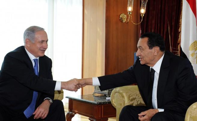 Израел моли Запада да не критикува Мубарак