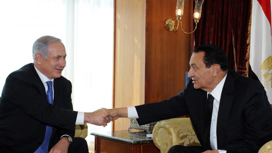 Бенямин Нетаняху (л) и Хосни Мубарак (д)