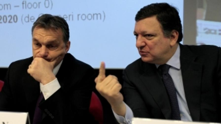 """Унгарският премиер Виктор Орбан, лидер на управляващата партия """"Фидес"""" и председателят на ЕС Барозо. Орбан чака оценката на Брюксел за закона, за да реши дали ще го променя"""