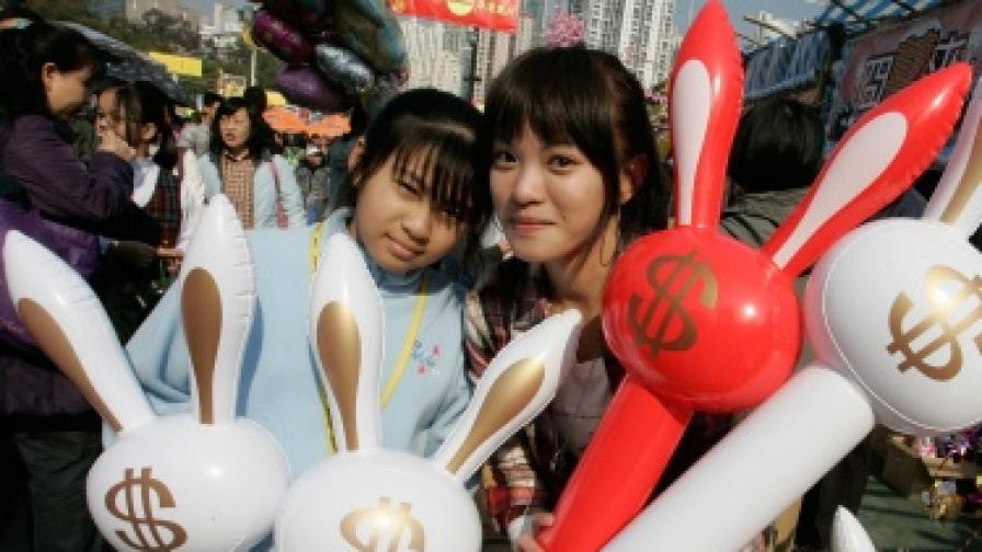 Отделна графа в бюджета на китайското семейство е отделена за купуването на символа на настъпващата Нова година и на мода логично са зайците