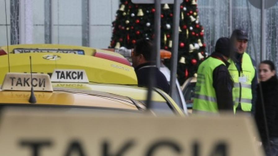Общините ще определят таван за цените на такситата