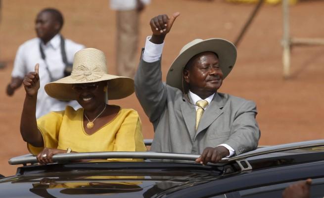 След Луната президентът на Уганда превзе и рап сцената
