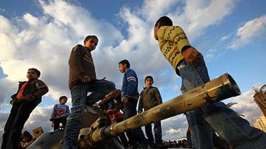 УНИЦЕФ: Кадафи използва деца срещу бунтовниците