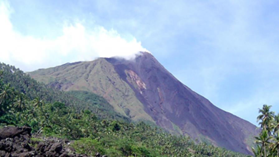 Вулканът Карангетанг