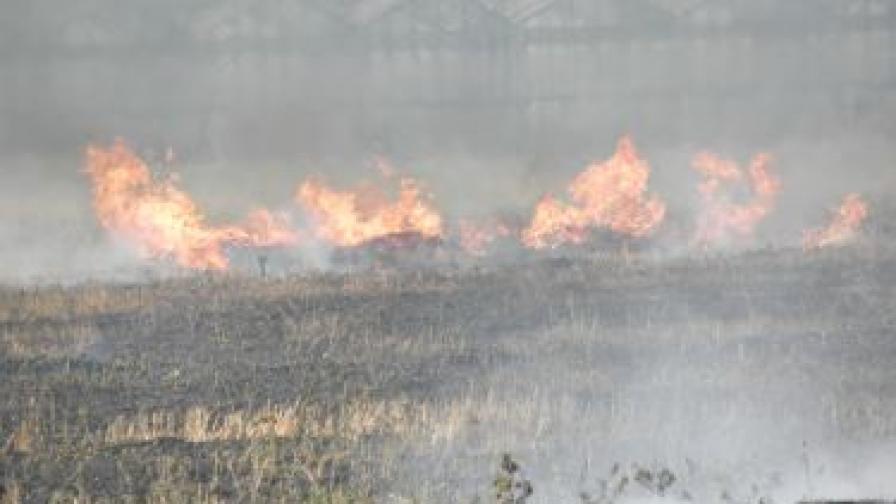 Над 100 пожара само до обед, загина жена