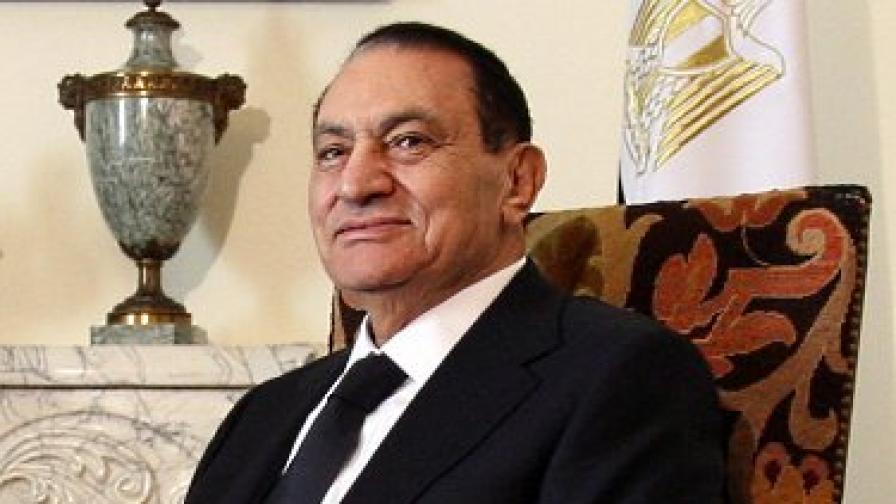 Военните забраниха на Мубарак да напуска Египет