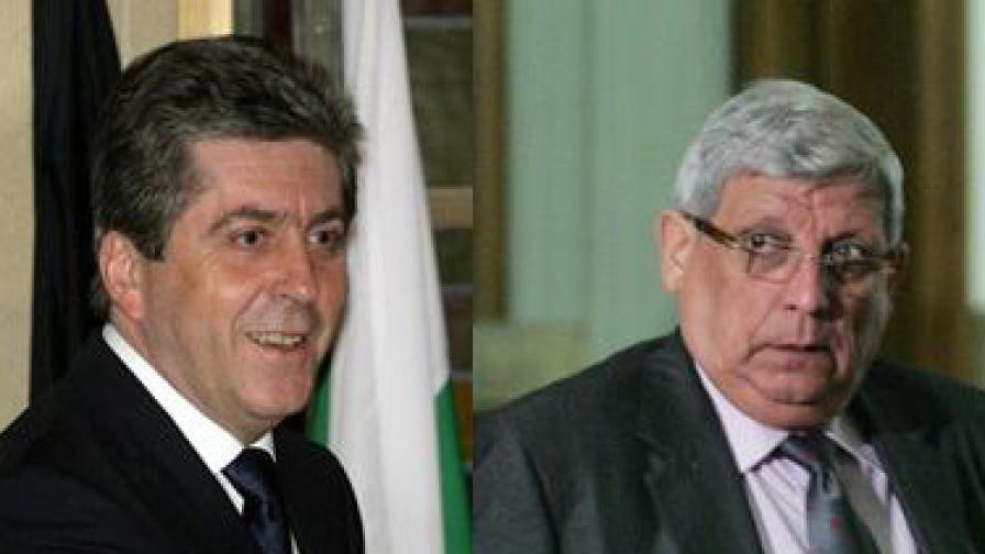 Президентът Георги Първанов (вляво) и министър Аню Ангелов (вдясно)