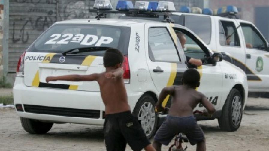 Мъж застреля 10 души в училище в Рио де Жанейро