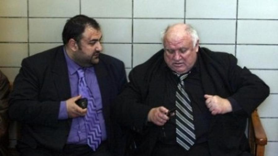 Адвокатите Марин (д) и Димитър Марковски, защитници на обвиняемия Лазар Колев