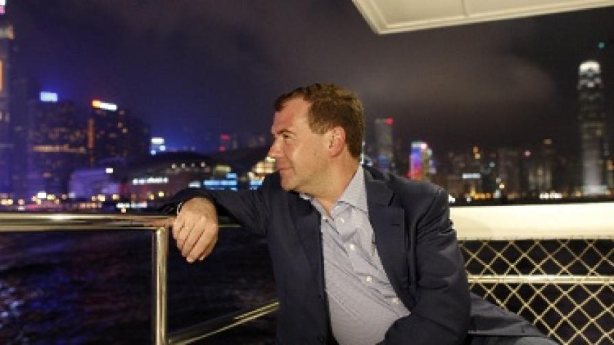 "С тромави танци Медведев стана хит в ""ЮТюб"""