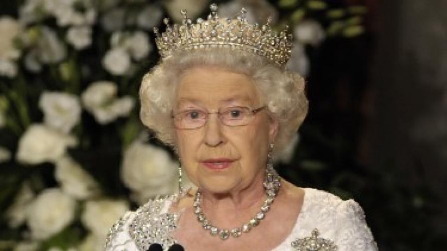 Елизабет II с официално съгласие за кралската сватба