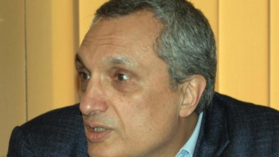 Костов: Правителството не воюва с монополите