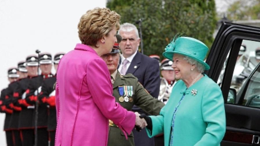 Британската кралица на историческо посещение в Ирландия