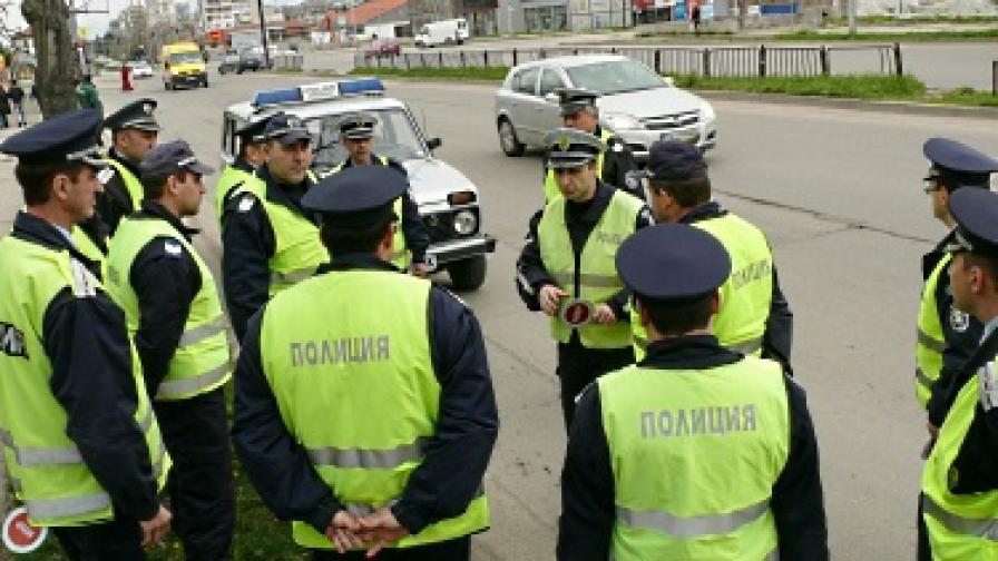 Полицай катастрофира заради превишена скорост