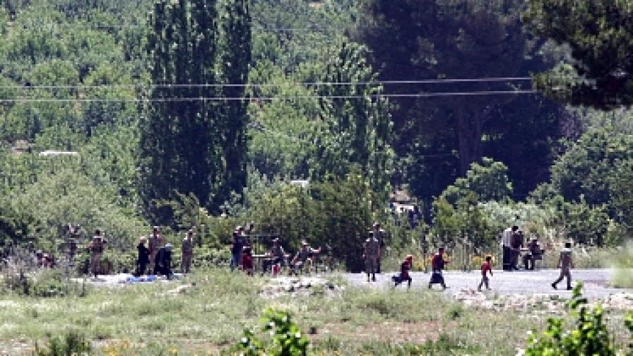 """Сирийската армия """"възстановява сигурността"""" в размирен град"""