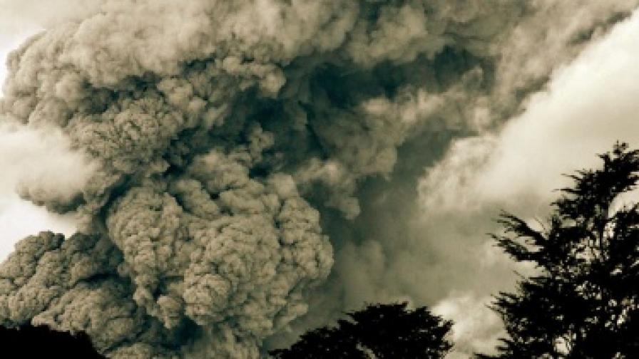 Вулкани продължават да тормозят света
