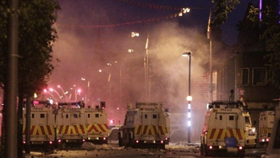 Отново сблъсъци между католици и протестанти в Северна Ирландия