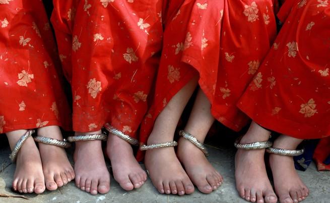 Индийци незаконно сменяли пола на дъщерите си