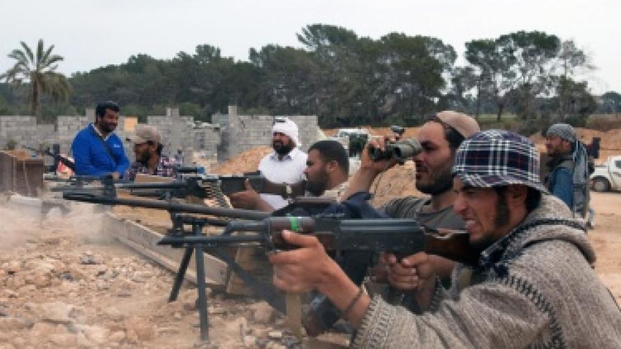 Франция: Въоръжаваме либийските бунтовници