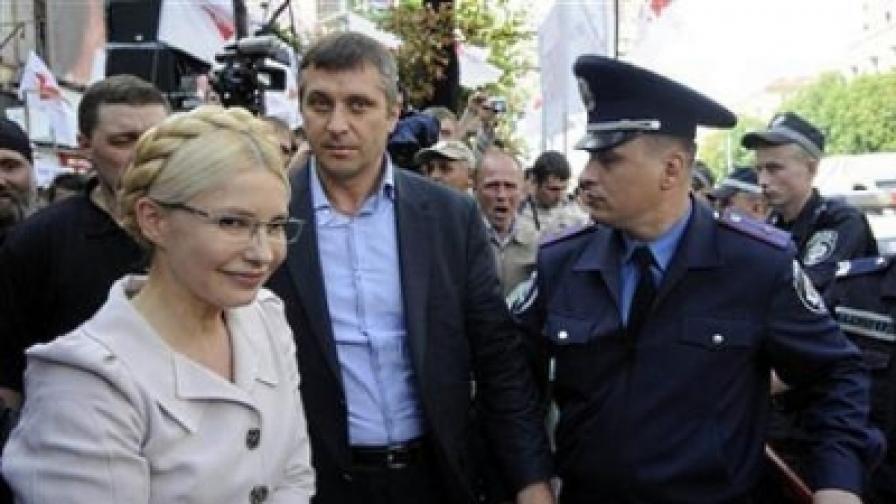 Гонят Тимошенко от съдебната зала