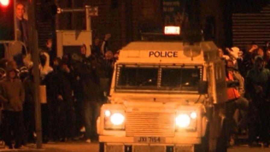 22 полицаи ранени в С. Ирландия, насилието продължава