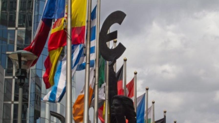 ЕЦБ вече не е против частичния фалит на Гърция