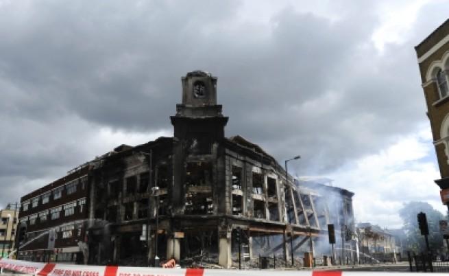 Безредици в Лондон: 26 ранени, 42 арестувани