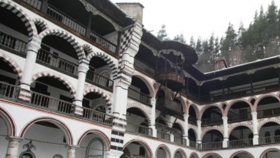 Ремонтират Рилския манастир