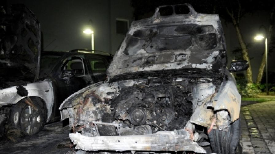 Някой пали коли в Берлин, полицията е безпомощна