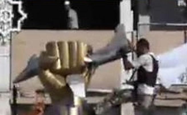 В резиденцията на Кадафи има само оръжие