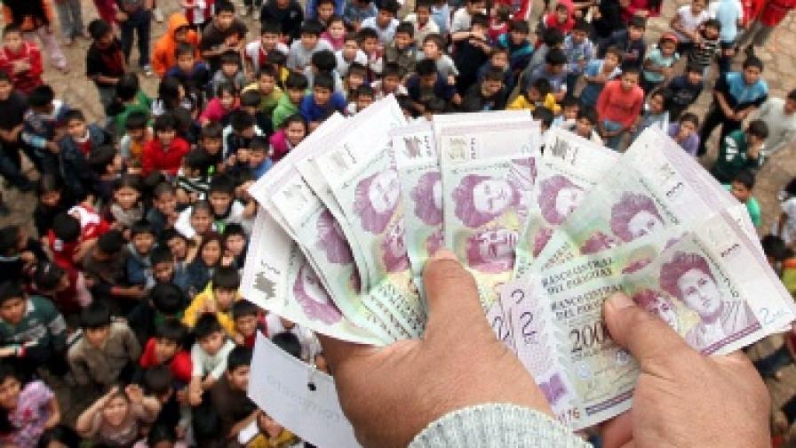 """""""Дъжд"""" от пари се изсипа в Парагвай"""