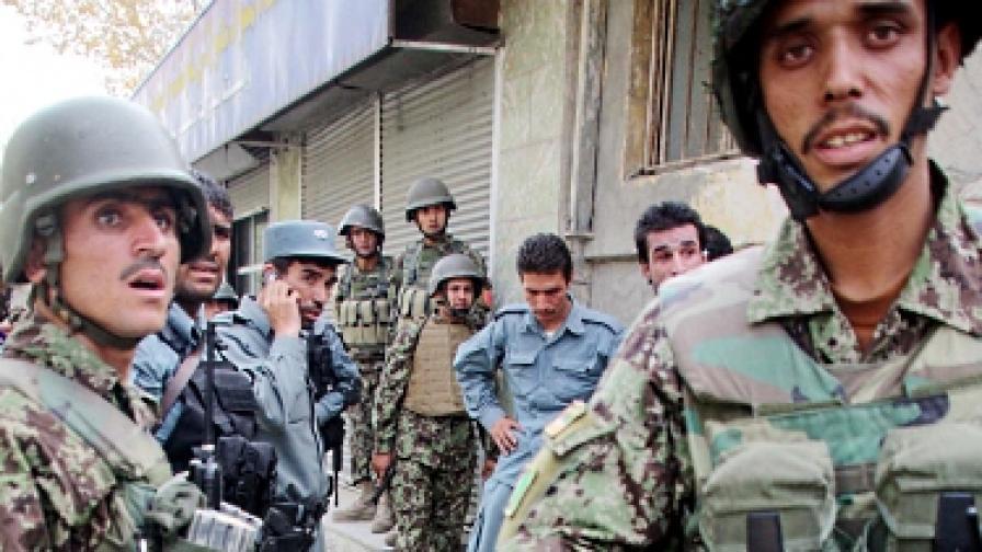 Атентатори самоубийци нападнаха Кабул