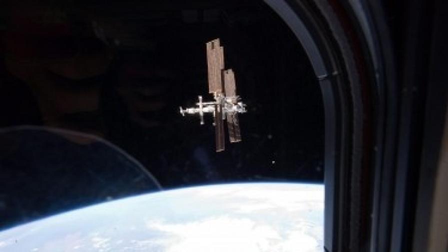 """Корабът """"Съюз"""" върна трима космонавти на земята"""