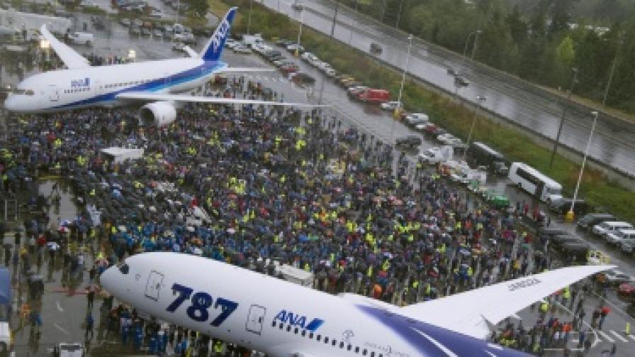 """""""Боинг"""" най-сетне предаде първия 787"""