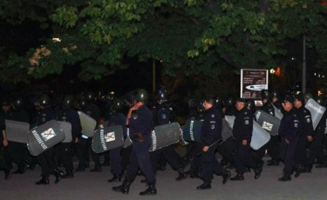 Втора нощ на протести в страната
