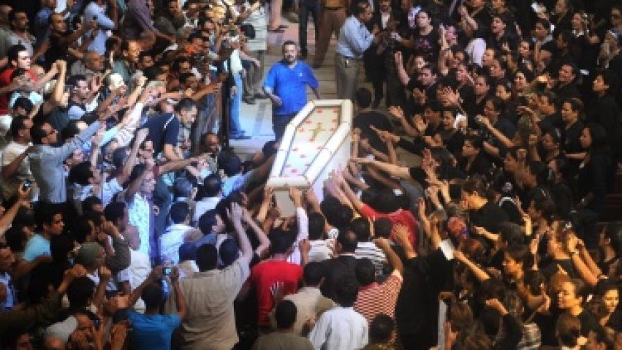 Папата призова за мирно съжителство между общностите в Египет