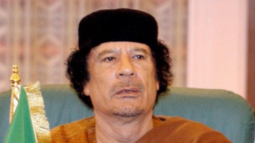 Погребаха Кадафи на тайно място в пустинята