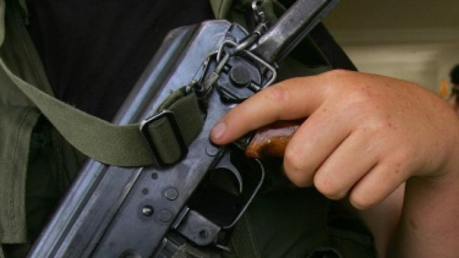 Мъж нападна посолството на САЩ в Сараево с калашник