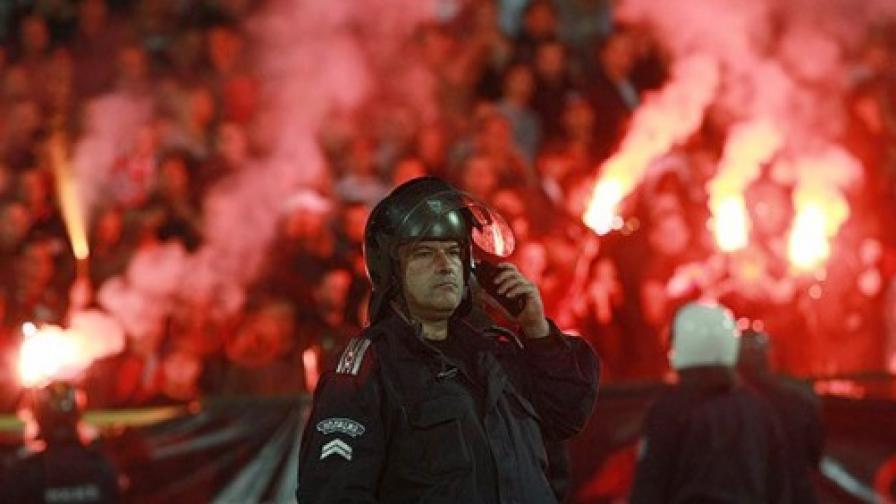 """Полицаи в """"Пирогов"""" и 64 арестувани след дербито"""