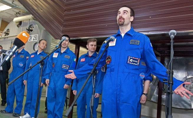 Ревност между астронавтите, летели до Марс