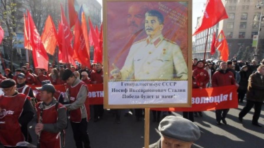 В Украйна издигнаха статуя на Сталин
