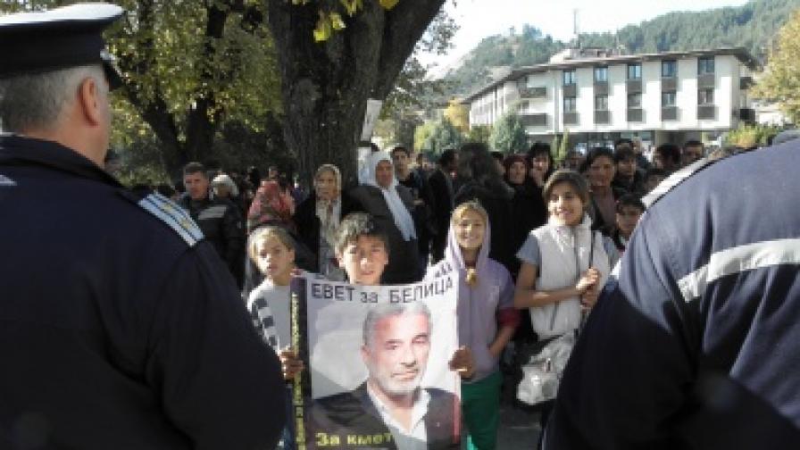 Пожари в Белица, ДПС иска МВР да овладее ситуацията