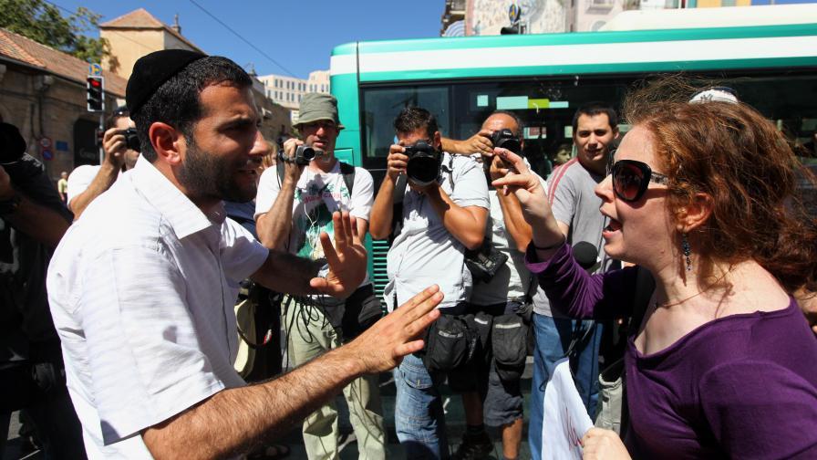 АП: Жените изчезват от градския пейзаж в Ерусалим